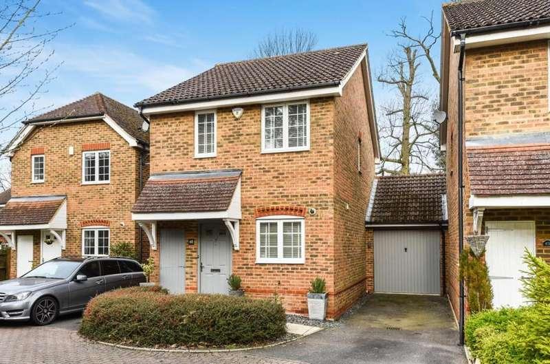 2 Bedrooms Detached House for sale in Fairway Heights, Camberley, GU15