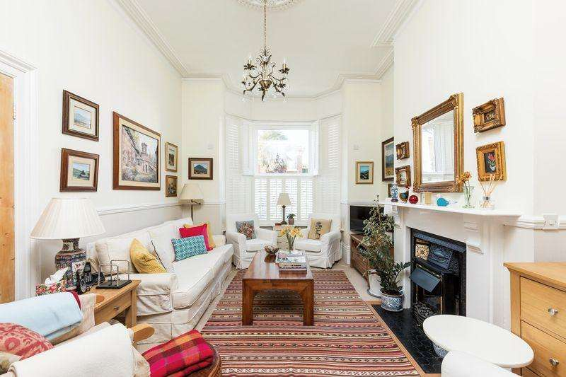 4 Bedrooms Terraced House for sale in Exeter Road, Southsea