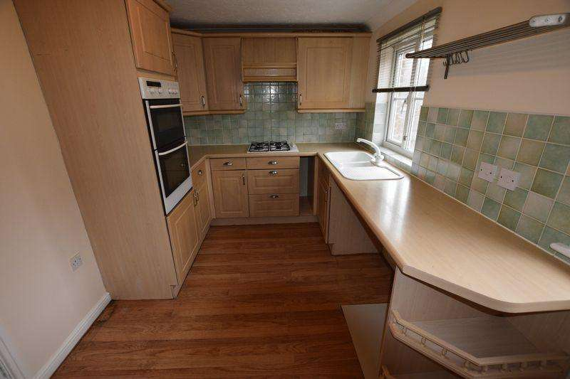 4 Bedrooms Terraced House for sale in St. Georges Close, North Thamesmead, SE28 8QE