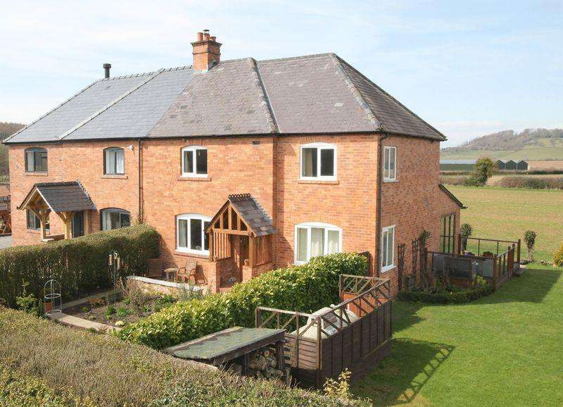 3 Bedrooms Semi Detached House for sale in HOLME LACY