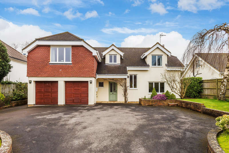 4 Bedrooms Detached House for sale in Paddock Way, Oxted, RH8