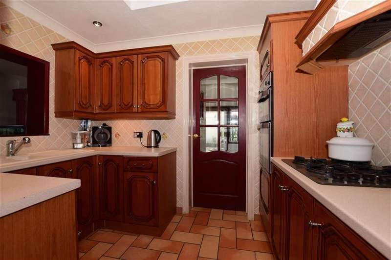 5 Bedrooms Detached House for sale in Park Road, Colliers Wood