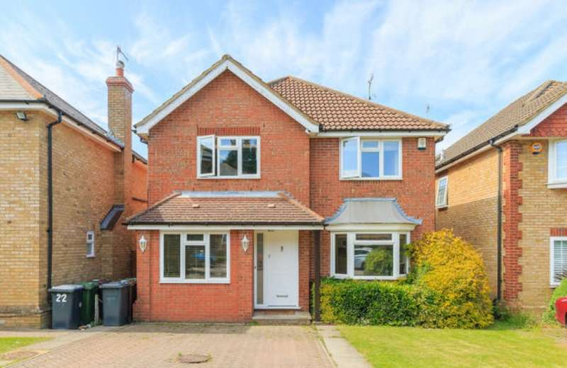 4 Bedrooms Detached House for sale in The Birches, Bushey, Hertfordshire, WD23 4TW