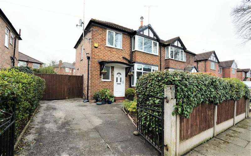 3 Bedrooms Semi Detached House for sale in Rothiemay Road, URMSTON, Manchester