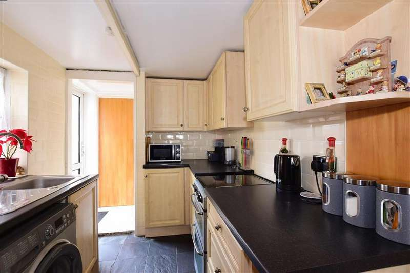 3 Bedrooms Terraced House for sale in Magpie Hall Road, Chatham, Kent