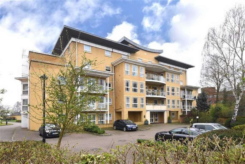2 Bedrooms Flat for sale in Wheeler Place, Bromley, Kent