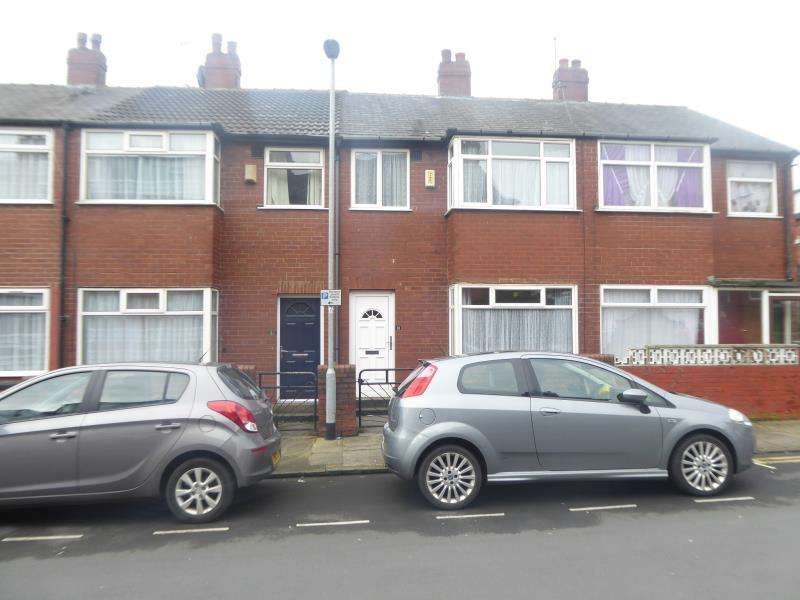 3 Bedrooms House for sale in Broughton Avenue, Harehills, LS9
