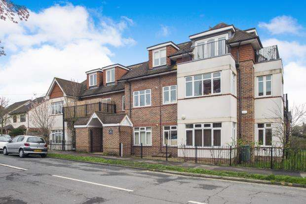 2 Bedrooms Flat for sale in 2C Colborne Way, Worcester Park