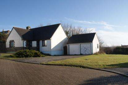 3 Bedrooms Bungalow for sale in Padstow, Cornwall, England