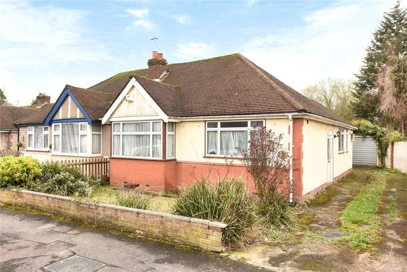 2 Bedrooms Semi Detached Bungalow for sale in Herlwyn Avenue, Ruislip, Middlesex, HA4