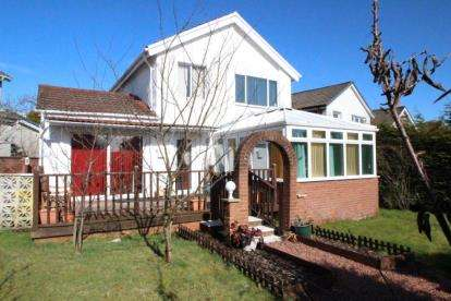 4 Bedrooms Detached House for sale in Logan Avenue, Newton Mearns