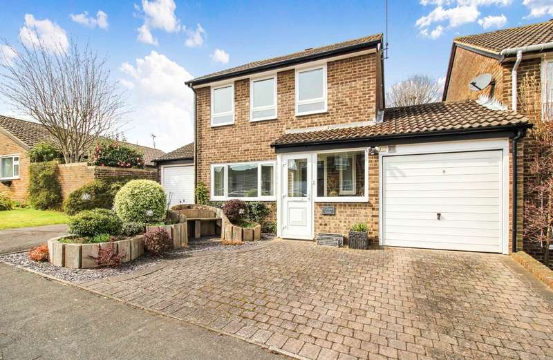 3 Bedrooms Detached House for sale in Copse Close, Horsham