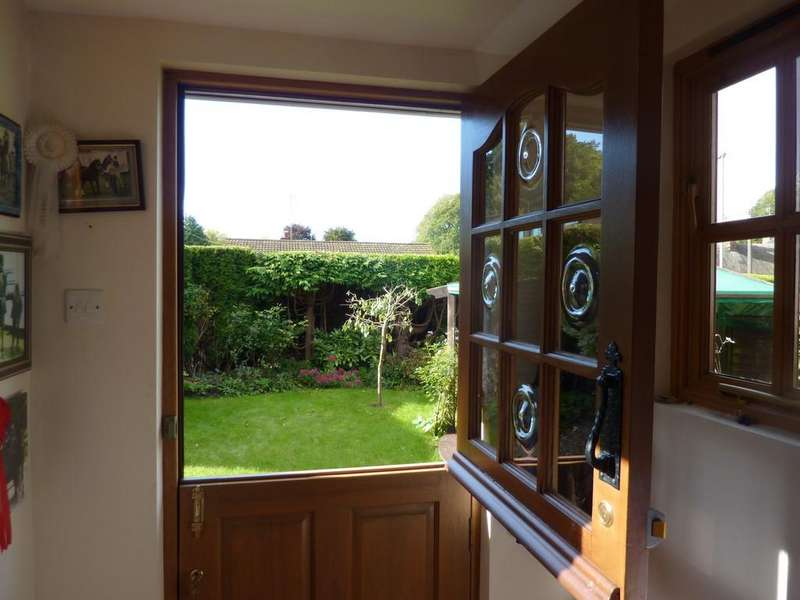 3 Bedrooms Semi Detached House for sale in The Crescent, Hurstbourne Tarrant