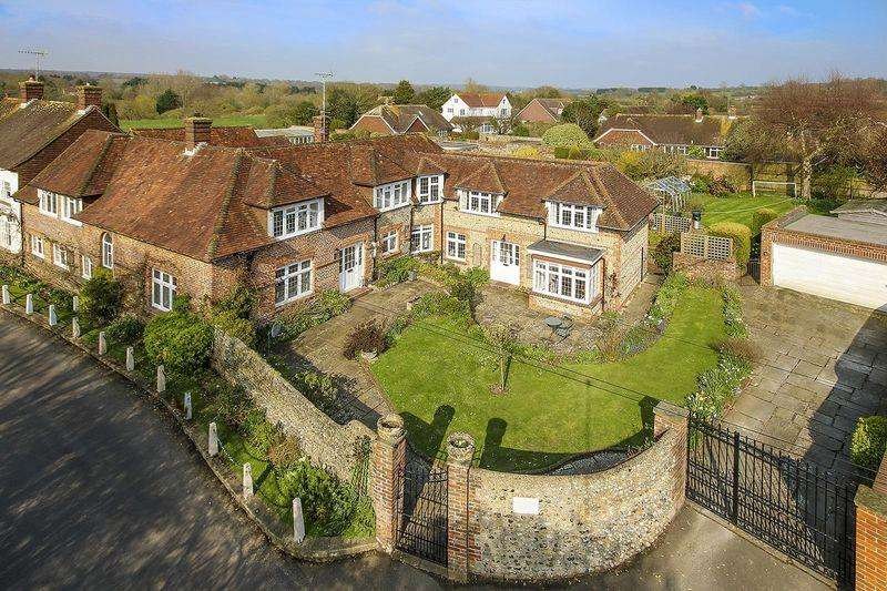 5 Bedrooms Semi Detached House for sale in Angmering