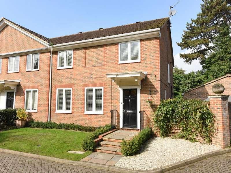 4 Bedrooms Semi Detached House for sale in Haddon Close, Weybridge KT13