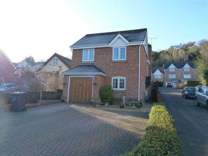 4 Bedrooms Detached House for sale in The Sidings, High Wycombe