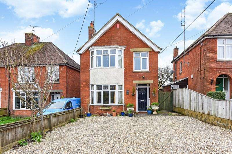 4 Bedrooms Detached House for sale in Farrs Avenue, Andover