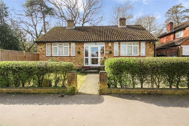 3 Bedrooms Detached Bungalow for sale in Palace View, Croydon, Surrey