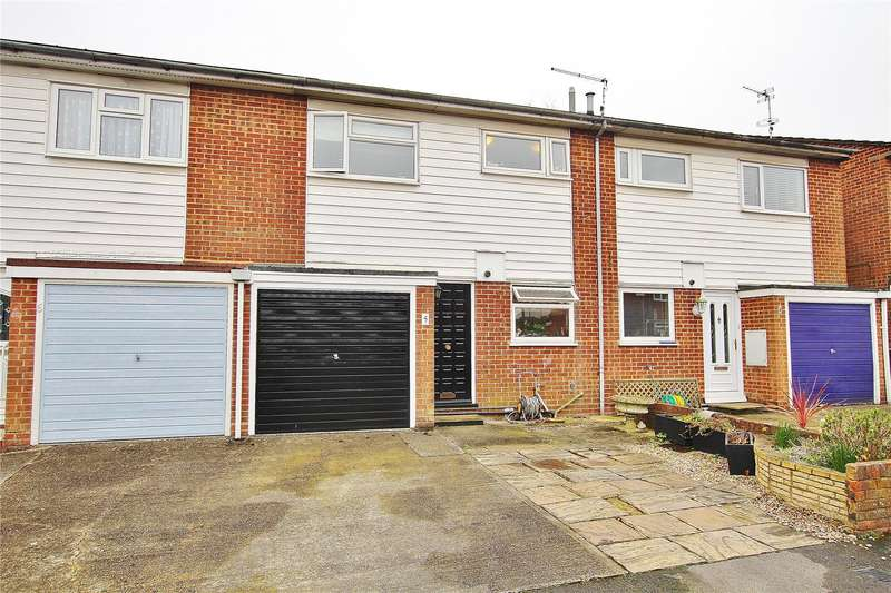 3 Bedrooms Terraced House for sale in Powderham Court, Knaphill, Woking, Surrey, GU21