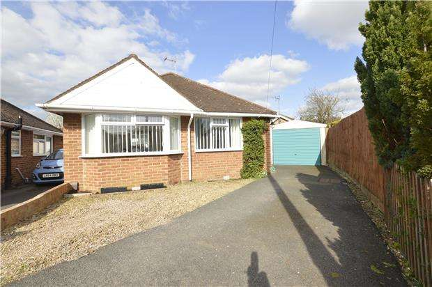 3 Bedrooms Detached Bungalow for sale in Sunnycroft Close, GL52