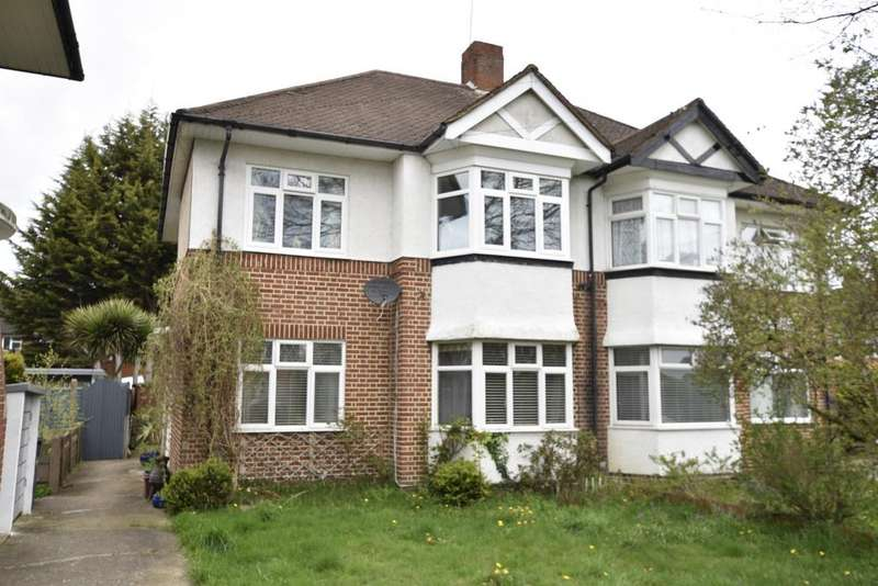 2 Bedrooms Flat for sale in Amesbury Road, Feltham