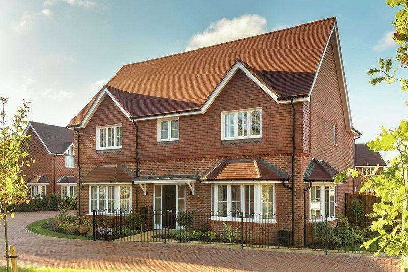 4 Bedrooms Detached House for sale in The Ewhurst, Amlets Place, Cranleigh
