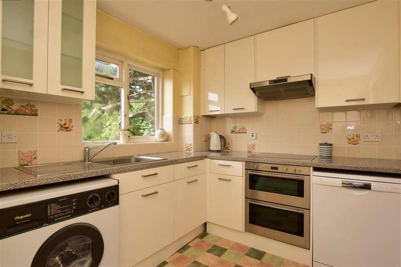 2 Bedrooms Flat for sale in Pampisford Road, South Croydon, Surrey