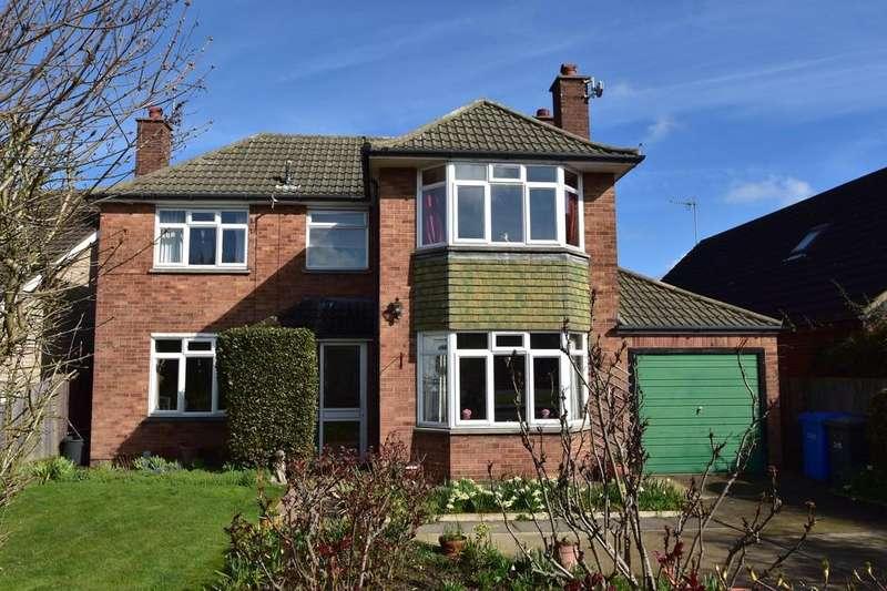 3 Bedrooms Detached House for sale in Valley Road, Ipswich, IP4 3AH