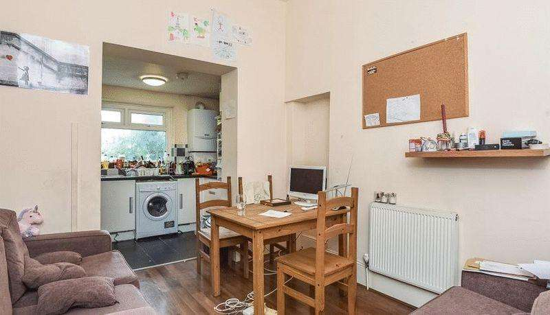 5 Bedrooms Terraced House for rent in Spacious recently refurbished five double bedroom