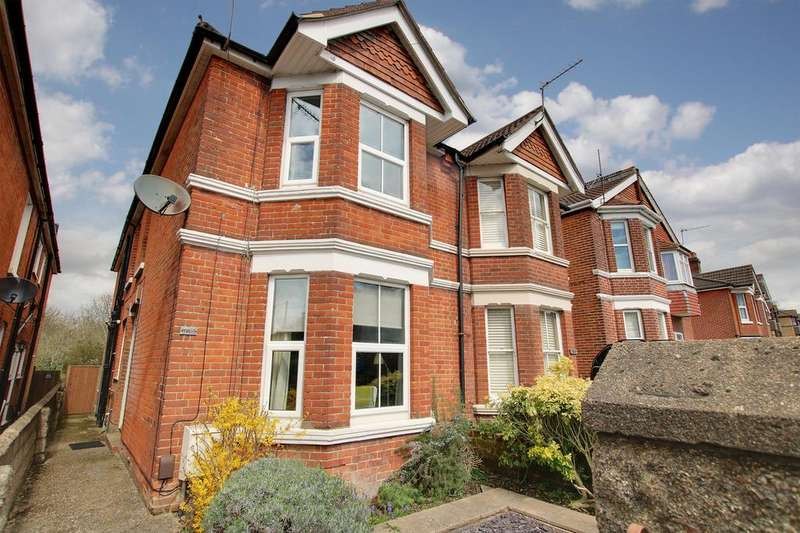 3 Bedrooms Semi Detached House for sale in Winchester Road, Southampton