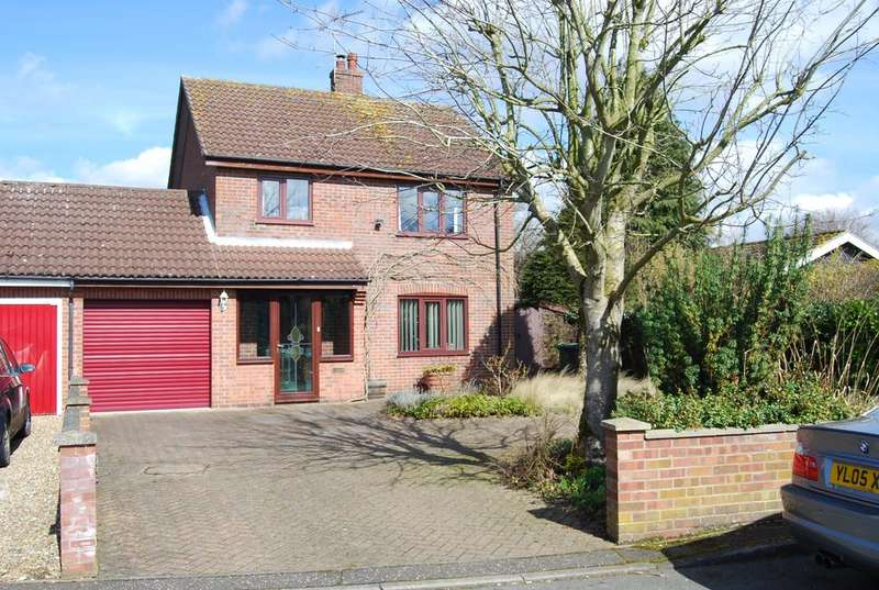 3 Bedrooms Detached House for sale in Moorfield Road, Mattisdhall NR20