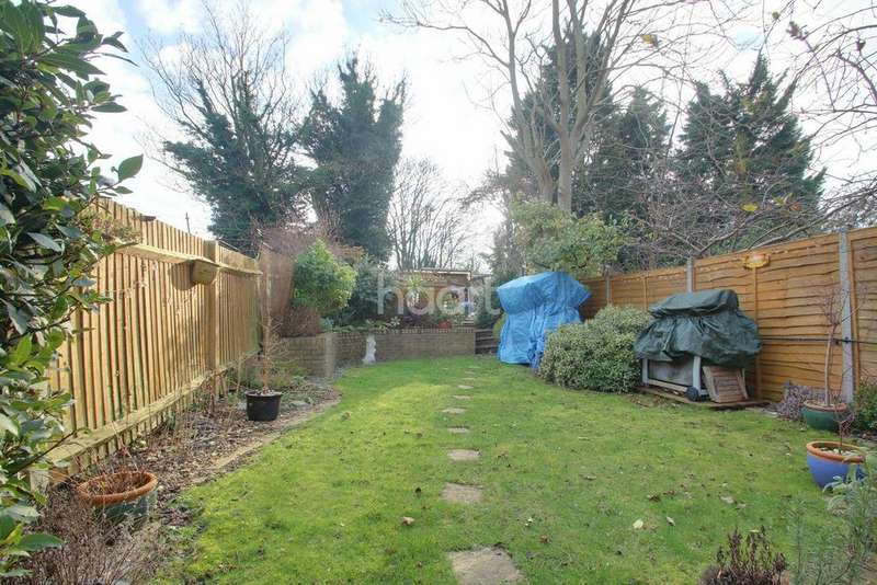 3 Bedrooms Terraced House for sale in Westmount Avenue, Chatham, ME4