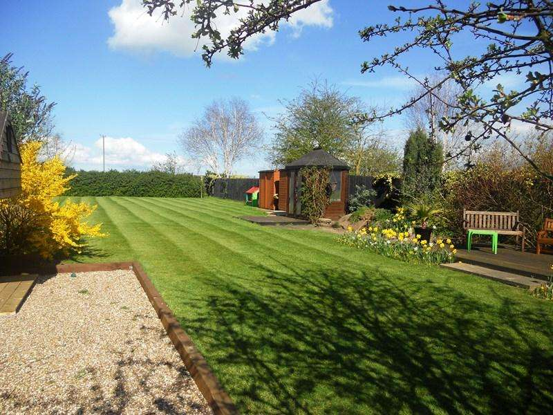 4 Bedrooms Detached House for sale in Thorn Barn Close, Thorngumbald, Hull