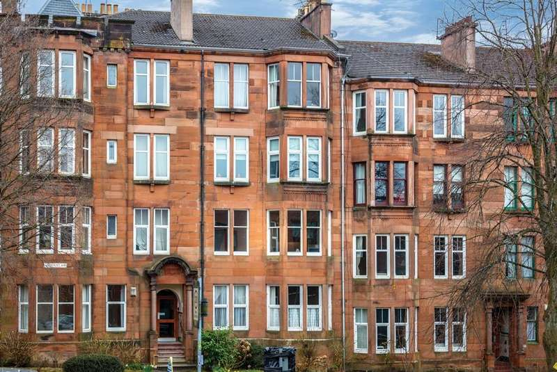 2 Bedrooms Apartment Flat for sale in 30 Woodcroft Avenue, Broomhill, G11 7HY