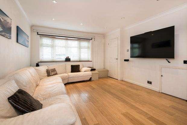 3 Bedrooms Semi Detached House for sale in Clare Way, Bexleyheath, DA7