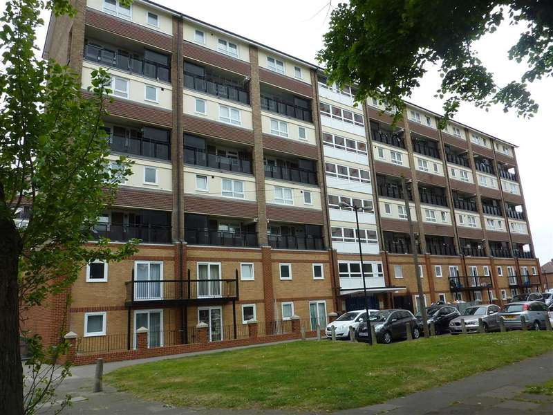 3 Bedrooms Flat for sale in Hereford House, Cameron Close, London