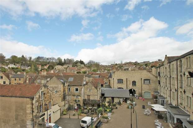 2 Bedrooms Flat for rent in Silver Street, Bradford-on-Avon, Wiltshire