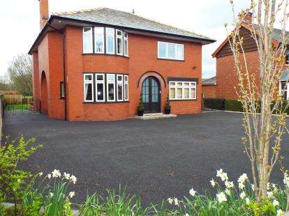 4 Bedrooms Detached House for sale in Bannister Hall Lane, Higher Walton, Preston, Lancashire
