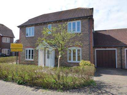 4 Bedrooms Link Detached House for sale in Hayling Island, Hampshire