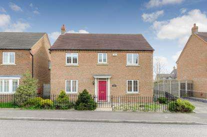 4 Bedrooms Detached House for sale in Longmeadow Drive, Wilstead, Bedford