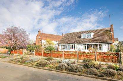 4 Bedrooms Detached House for sale in Gravenhurst Road, Campton, Bedfordshire, England