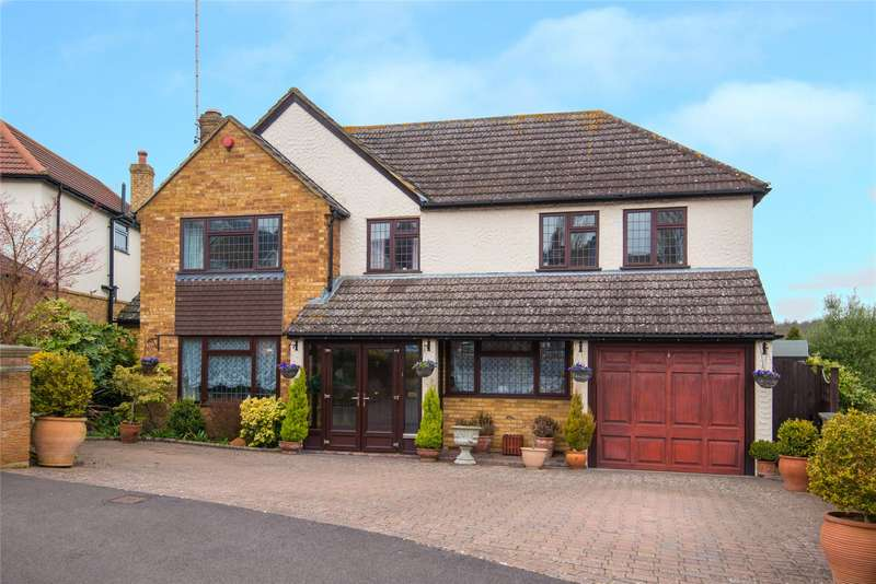5 Bedrooms Detached House for sale in Warwick Avenue, Cuffley, Potters Bar, Hertfordshire