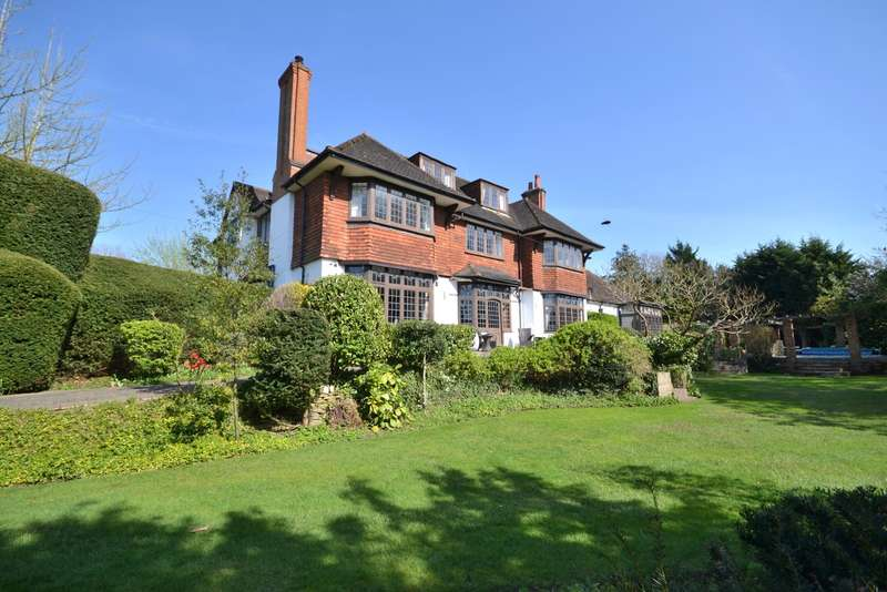 6 Bedrooms Detached House for sale in South Woking