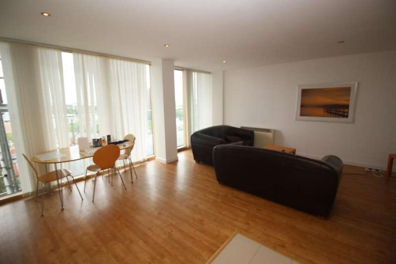 2 Bedrooms Apartment Flat for sale in Warwickgate House, 7 Warwick Road, Manchester, M16