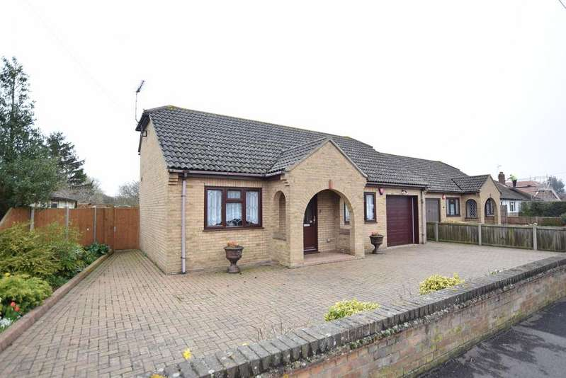 3 Bedrooms Detached Bungalow for sale in Harwich Road, Little Clacton, Clacton-on-Sea