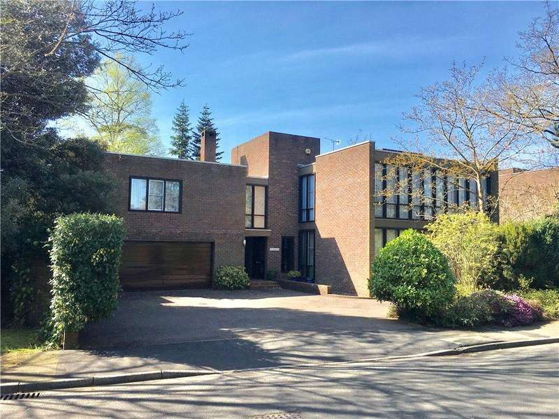 5 Bedrooms Detached House for sale in Lakeside Drive, Esher, Surrey, KT10