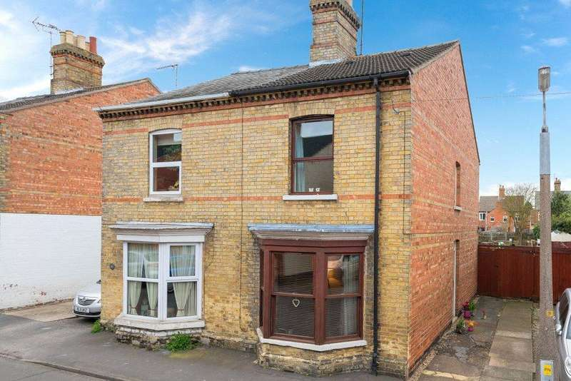 3 Bedrooms Semi Detached House for sale in Gladstone Street, Bourne, PE10