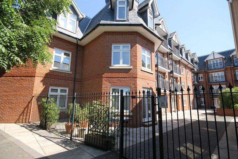 1 Bedroom Apartment Flat for sale in Leret Way, Leatherhead