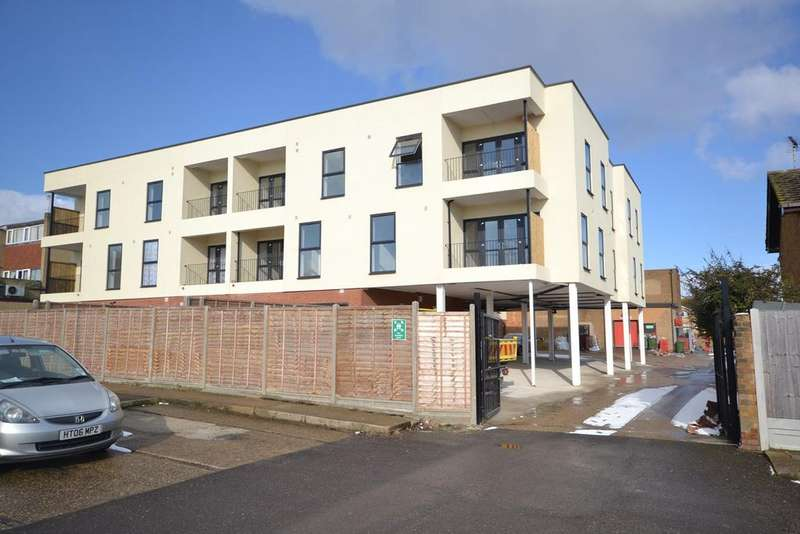 2 Bedrooms Apartment Flat for sale in St Johns Way, Corringham, SS17