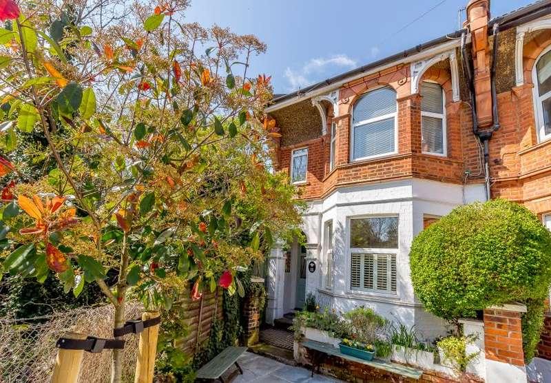 3 Bedrooms End Of Terrace House for sale in Warwick Road, Hampton Wick KT1